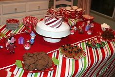 I think it's time for me to make a Christmas tablecloth for our annual Grinch party:)