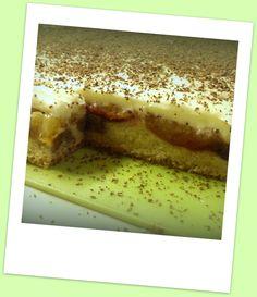 Obrátený slivkový koláč s vanilkovým krémom