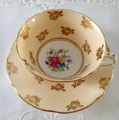 Vintage Collingwoods china tea cup and saucer, made in England. It is in good condition, no chips, cracks or crazing. Please Note: The items I sell are not new, they are vintage or antiques, it goes without saying that there maybe some imperfections which I will try my best to