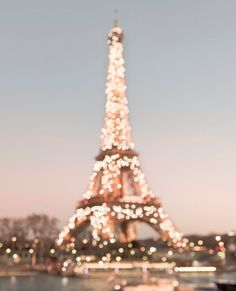 Sparkly lights on the Eiffel Tower.
