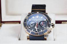 Conoce este diseño de Ulysse Nardin, automático, en cristal de safiro, con cronometro 48 horas reserva de la marca, su empaque es en oro.
