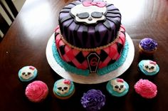 Monster High Cake By Goodie2Shoes on CakeCentral.com    www.facebook.com/goodie2shoesnl