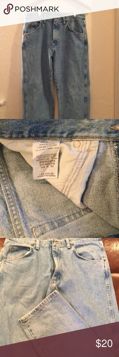 Wrangler Men's Jeans Nice pair of Wrangle Jeans for sell!  These are in great shape and only worn one time!  Size on these are 33x30! Get these while they are still available!! Wrangler Jeans Straight Leg