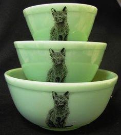 Jadeite Green Milk Glass Nesting Mixing Bowls Sitting Cat Design: