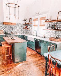 Design Scandinavian, Scandinavian Kitchen, Green Kitchen, Kitchen Decor, Kitchen Ideas, Design Kitchen, Kitchen Images, Kitchen Modern, Gold Kitchen