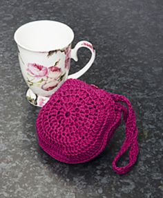 This is a handy little shopping bag that can be folded away and kept in your pocket or handbag. Strong and sturdy, when opened out it can carry a deceptive amount of purchases! Crochet Backpack Pattern, Crochet Pouch, Bead Crochet, Crochet Crafts, Crochet Baby, Crochet Projects, Free Crochet, Crochet Handbags, Crochet Purses