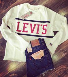 Live in LEVIS #denimshort #backinstock #sweater #cozy #liveinlevis #newstuff #coolgirl #streetstyle #easypeasy #fashionblogger #instafashion #instagood #roots #koblenz
