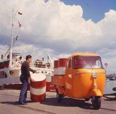 Come and see us in Southampton! Piaggio Vespa, Vespa Lambretta, Fiat 500, Banana Sticker, Vespa Ape, Push Bikes, Old Tractors, Motor Scooters, Small Cars
