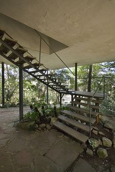 paradise found : architecture : the glass house : lina bo bardi : brazil 1950 Bauhaus, Architecture Details, Interior Architecture, Shopping In Barcelona, Barcelona Shop, Casa Patio, American Interior, Paradise Found, Stairway To Heaven