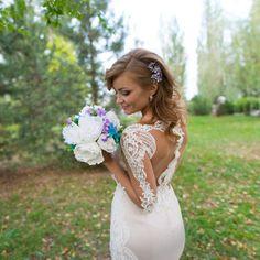 Гребень из предыдущего поста в прическе очаровательной невесты Ирины, выполнен за заказ, цена подобного 1500р, возможно выполнить в любом цвете, для заказа пишите в директ _____________________________ ✨ Вопросы в директ или WhatsApp +79889495980 💖 Следуйте своим мечтам и будьте счастливы!  #вечерняяприческа #свадебнаяприческа #гребеньвприческу #веточкавприческу #украшенияростовнадону #диадема #тиара #венок #гребень #украшениеизбусин #wedding #Weddingdecoration #Weddinghairornament #bride…