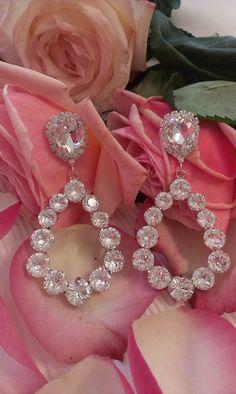 Σκουλαρίκια κρεμαστά σε διάφανη απόχρωση Wedding Earrings, Ring Necklace, Diamond Earrings, Swarovski, Accessories, Jewelry, Products, Wedding Plugs, Jewlery
