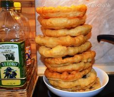 Super lacné langoše Onion Rings, Sweet And Salty, Food And Drink, Menu, Baking, Ethnic Recipes, Breads, Nova, Decor