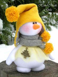 Primitive Adorable Snowmen Ornaments E-Pattern - Ornanment E-Pattern - Primitive Christmas Snowman E-Pattern - Country Snowman Patternanother great find on zulily flower snowmen couple figurine by ziabella zulilyfinds - PIPicStats Sock Snowman, Cute Snowman, Snowman Crafts, Felt Crafts, Holiday Crafts, Snowmen, Christmas Sewing, Felt Christmas, Christmas Snowman