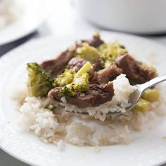 Slow cooker beef and broccoli is an easy weeknight dinner recipe you can make with minimal prep. Broccoli beef is hearty, savory, and downright deliciousq. Slow Cooker Beef Broccoli, Broccoli Beef, Broccoli Recipes, Slow Cooker Recipes, Beef Recipes, Cooking Recipes, Healthy Recipes, Crock Pot Cooking, Easy Weeknight Meals