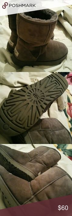Ugg boots Ugg boots. Excellent used condition. No stains tears rips or holes, soles are  even and clean excellent used condition inside & out. ugg Shoes