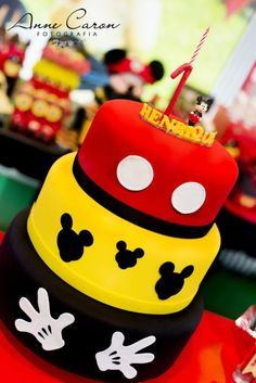 Resultado de imagem para mesa de aniversario do mickey Bolo Do Mickey Mouse, Mickey Mouse Theme Party, Mickey Mouse Centerpiece, Mickey Mouse Birthday Cake, Fiesta Mickey Mouse, Mickey Cakes, Pastel Mickey, Bolo Fack, Mickey 1st Birthdays