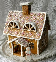 Cool Gingerbread Houses, Gingerbread House Designs, Gingerbread House Parties, Gingerbread Village, Christmas Gingerbread House, Christmas Candy, Christmas Treats, Wilton Cake Decorating, Cookie Decorating