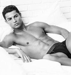 Sexy! Cristiano Ronaldo endlich wieder halbnackt für CR7