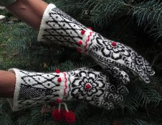 Norwegian Gloves - The Golden Lotus by Dom Klary (Chocolate Version)
