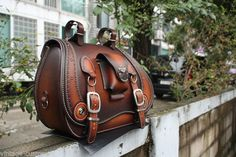 hand-made custom SaddleBag leather brown saddle bag softail chopper motorcycle Motorcycle Leather, Chopper Motorcycle, Thigh Bag, E Biker, Bike Leathers, Leather Tooling Patterns, Bike Bag, Leather Projects, Leather Briefcase