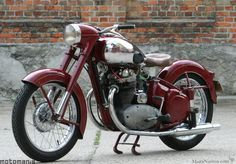 Vintage Motorcycles 456693218454878074 - 1953 Jawa OHC Twin Source by American Motorcycles, Vintage Motorcycles, Cars And Motorcycles, Vintage Cycles, Vintage Bikes, Vintage Cars, Womens Motorcycle Helmets, Motorcycle Bike, Enfield Motorcycle