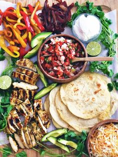 Cilantro Lime Chicken Fajitas - Plum Street Collective - - The flavor of the chicken on these Cilantro Lime Chicken Fajitas is amazing! You'll love the flavor of these fajitas made with all fresh ingredients. Chicken Fajita Recipe, Chicken Fajitas, Chicken Recipes, Frango Chicken, Party Food Platters, Clean Eating, Healthy Eating, Good Food, Yummy Food