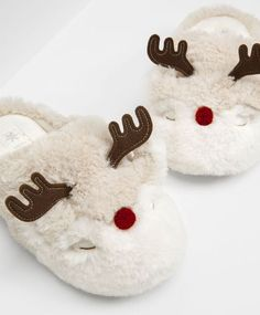 Reindeer fur mule slippers, null£ - null - Find more trends in women fashion at Oysho . Heated Slippers, Funny Slippers, Crocs, Reborn Toddler Dolls, Bedroom Slippers, Creative Shoes, Christmas Gift Sets, Slipper Socks, Clearance Shoes