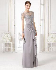 Vestido gris claro con detalles en la parte de arriba. Código: 9u264