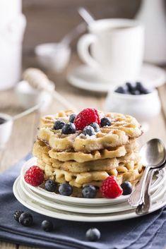 Dulciuri dietetice: gofre cu topping de fructe Ramadan, Breakfast, Healthy, Food, Healthy Waffles, Breakfast Cafe, Essen, Yemek, Meals