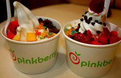 mmmm I love frozen yogurt. I especially like vanilla bean pinkberry! Köstliche Desserts, Delicious Desserts, Yummy Food, Chocolate Tumblr, Yummy Treats, Sweet Treats, Frozen Yogurt, I Love Food, Easy