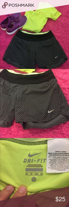 Nike running shorts Minimal wear and a super cute pattern! Make offers and bundle for discounts 💕 Nike Shorts
