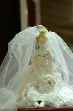 #tildanoiva #tonefinnanger #tildaporivana #tildastyle #tildaworld #casamento #bonecadeluxo #amotilda #tilda #festa #tildadoll #artesanato #decoração #lembrançadecasamento #bonecastildaporivana