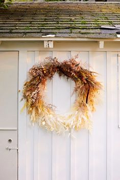 Wild at Heart: Inside Floral Designer Amy Merrick's New Hampshire Family Home - Modern Dried Flower Wreaths, Dried Flowers, Wild At Heart, Corona Floral, Dried Flower Arrangements, Fall Arrangements, Fall Decor, Holiday Decor, Floral Foam
