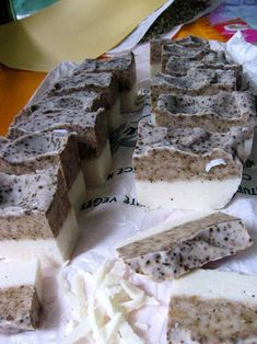Rețeta săpunului cu cafea de la atelier – Stanciova Soap Recipes, Cleaning Hacks, Projects To Try, Health, Desserts, Handmade, Food, Coffee Soap, Natural Soaps