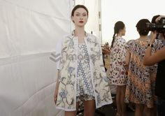 Mode adalah Fashion : Jakarta Fashion Week 2014 : Keindahan Batik Edward Hutabarat