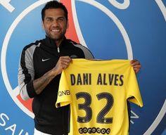 Blog Esportivo do Suíço: Apresentado, Daniel Alves assina por duas temporadas com o PSG