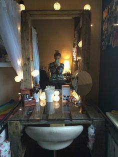 Wood Makeup Vanity, Pallet Room, Room Diy, Makeup Vanity Decor, Bedroom Decor, Cute Room Decor, Diy Vanity, Rustic Vanity, Pallet Vanity