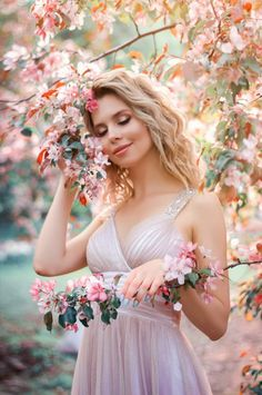 Visual Art by Vvola pieces) Cute Poses For Pictures, Cute Girl Poses, Girl Pictures, Spring Photography, Cute Photography, Portrait Photography Poses, Photography Poses Women, Girls With Flowers, Aesthetic Girl