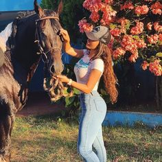 Cowgirl And Horse, Sexy Cowgirl, Cowboy Up, Cowgirl Style, Horse Girl, Cute Date Outfits, Cowgirl Outfits, Hot Country Girls, Country Women