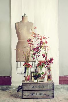 THAT FLOWER SHOP. Brilliant. displays for side tables.
