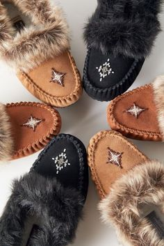 Heated Slippers, Women's Slippers, Moccasins Outfit, Nike Tech Fleece, Black Friday Shopping, Outdoor Wear, W 6, Sneaker Boots, Traditional Design