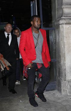WAYYY before this look became popular Kanye West wearing Air Jordan 6 Infrared Fashion Pictures, Fashion Ideas, Fashion Trends, Fashion Line, Women's Fashion, Celebrity Sneakers, Air Jordan Vi, Dress Attire