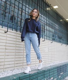 31 Coolest School Style Clothes for Girls with Simple Jeans. - Anna j - 31 Coolest School Style Clothes for Girls with Simple Jeans. 31 Coolest School Style Clothes for Girls with Simple Jeans. Komplette Outfits, Legging Outfits, Jean Outfits, Fall Outfits, Fashion Outfits, Hijab Fashion, Korea Fashion, Fashion Tips, Aesthetic Fashion