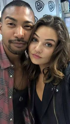 The Originals selfie with Charles Michael Davis and Danielle Campbell! Vampire Diaries Funny, Vampire Diaries Cast, Vampire Diaries The Originals, The Cw, Danielle Campell, Charles Michael Davis, The Originals 3, Davina Claire, Vampier Diaries