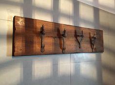 asciugamani bagno legno : Porta asciugamani da bagno con vecchie cerniere di porte in ferro ...