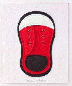 Aidez votre petit amour apprendre à nouer leurs chaussures ! Cette chaussure a volets relevables, oeillets et un lacet de chaussure réel pour les plus petits apprendre à nouer. Vous souhaitez personnaliser la chaussure ? Menvoyer une conversation et nous pouvons discuter des détails.  La page mesure environ 8,5 x 7 et à lendos de feutre (couleur peut varier de celle sur la photo). Il a 2 trous sur le côté gauche pour la liaison avec ruban ou anneaux.  Cette page de livre est faite…