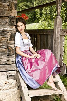 Dirndl Anna hellblau, Dirndlbluse Rosalie #dirndl #frühjahrsommer #juliatrentini