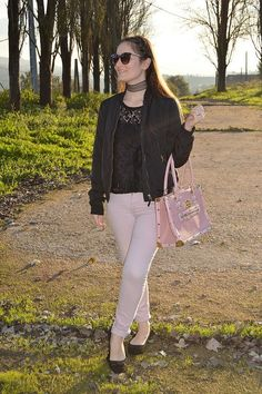 Choker de encaje #choker #encaje #luztieneunblog #look #outfit #invierno #entretiempo #pink #rosa  #casual #streetstyle #midseason #rosa #winter #jeans #bomber #2017 #fashionblogger