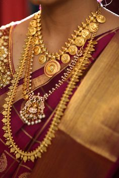 Fulfill a Wedding Tradition with Estate Bridal Jewelry Antique Jewellery Designs, Gold Earrings Designs, Gold Jewellery Design, Gold Haram Designs, Gold Necklace Simple, Gold Jewelry Simple, Short Necklace, Kerala Jewellery, Indian Jewelry