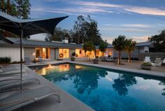 Anthony Residence is a mid-century single-story ranch house that has been re-imagined by DesignARC , located in Montecito, Calif. Swimming Pool Designs, Swimming Pools, Palm Springs, Mid Century Ranch, Modern Ranch, Indoor Outdoor Living, New Home Designs, Modern House Design, Modern Houses